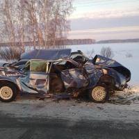 Под Омском водитель искореженной в ДТП «Волги» не пострадал