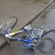 В Омской области автоледи сбила тринадцатилетнего велосипедиста
