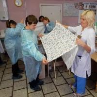Дети с ментальными нарушениями сшили пеленки для родильных домов Омска