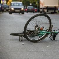 В Омске на улице Магистральной водитель сбил 14-летнего мальчика на велосипеде
