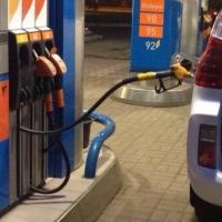 Укравшему бензин водителю омского УФСИН удалось избежать тюрьмы
