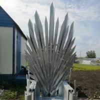 В Омске сделали Железный трон как в «Игре престолов»