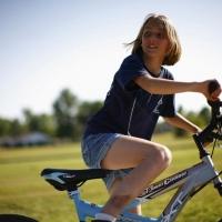 Под Омском на дороге сбили восьмилетнюю велосипедистку