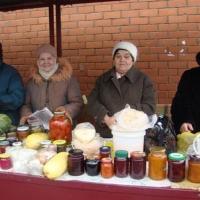 Омским бабушкам не дали торговать сметаной