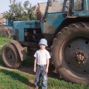 В Омской области подростки перевернулись в тракторе