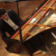 Один из лучших пианистов мира даст урок школьникам