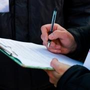 Кормиловские депутаты собирали подписи под письмом к властям в личном автомобиле
