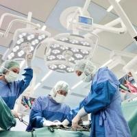 В Омске при операциях на воспаленной кости применяют нанотехнологичный имплант