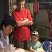 Семья с младенцем жила в гараже в Нефтяниках