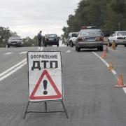 """На трассе Тюмень-Омск в аварии легковой """"Шевроле"""" и автовоза погибли три человека"""