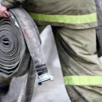 В Омской области пожарные спасли пенсионера из горящего дома