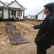 Для омских сирот построили дома с плесенью