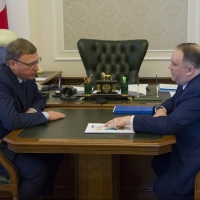 Бурков и Репин обсудили бегство предпринимателей из Омской области