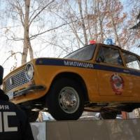 В Омске появился памятник патрульной «канарейке»