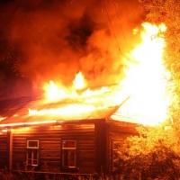 В Омской области участковый вынес пенсионерку из огня