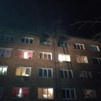 Омские пожарные спасли 20 человек из горящего общежития