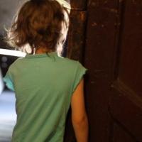 Омская полиция ищет родителей, оставивших 3-летнюю девочку незнакомой женщине