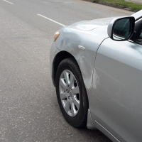 В Омске маршрутка ударила «Тойоту» и скрылась с места ДТП