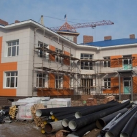 В Омске застройщик детсада в Рябиновке мог подвергнуть опасности детей
