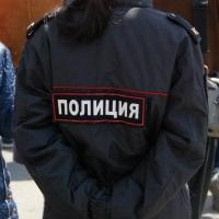 Полицейские поймали омичку с пакетиком наркотических средств в кармане