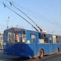 В Омске «ВАЗ» въехал в троллейбус