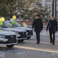 Ключи от автомобилей вручили 12-ти лучшим работникам сельского хозяйства Омской области