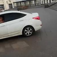 За проезд по тротуару на Ленина омичку оштрафуют