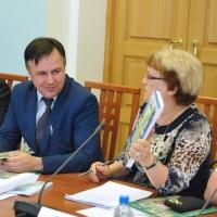 По поручению Виктора Назарова переиздадут учебник «География Омской области»