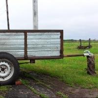 В Омской области сельский дебошир с приятелем украли у соседа автоприцеп