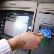 Собутыльники украли у пожилого омича банковскую карту