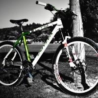 В Омске с подземной парковки украли два велосипеда