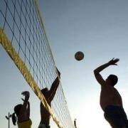 Выясняли отношения на пляже волейболисты-любители Советского округа