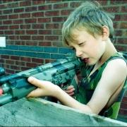 В Омской области школьник чуть не убил приятеля выстрелом из винтовки