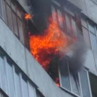 Омские пожарные успешно затушили огонь в 9-ти этажке на Жуковского