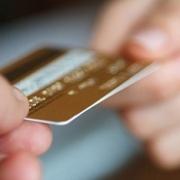 Сотрудница почты в Крутинке сняла деньги с чужой карты
