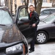 Омич выстрелил в соседа, занявшего место на парковке