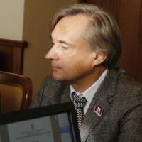 Омский депутат Калинин отдал свою долю ХК «Акция»