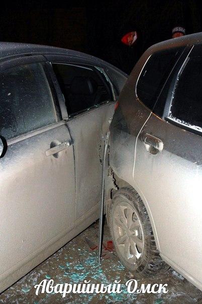 Нетрезвый омич врезался в припаркованные автомобили