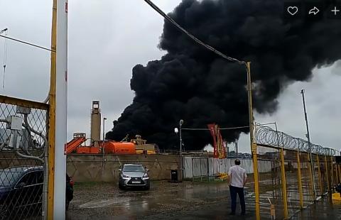 На левобережном асфальтовом заводе Омска произошел пожар