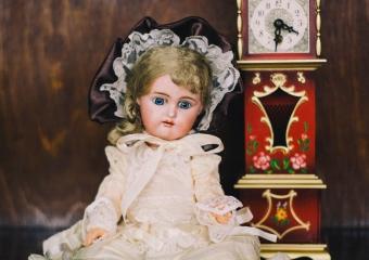Историю редких кукол представят в омском музее имени Врубеля