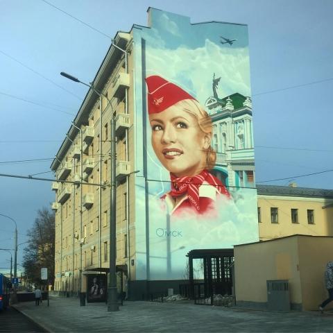 Омский драмтеатр изобразили на торце жилого дома в Москве