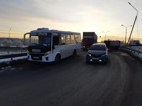 В аварии с пассажирским автобусом никто из омичей не пострадал