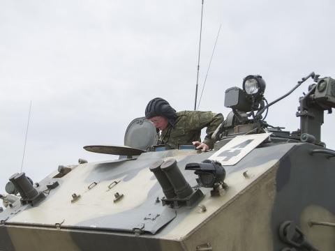 Руководители Омской области и районов проверили свою меткость при стрельбе из винтовок