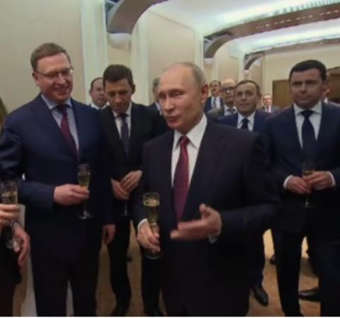 Врио губернатора Омской области выпил шампанского с Путиным