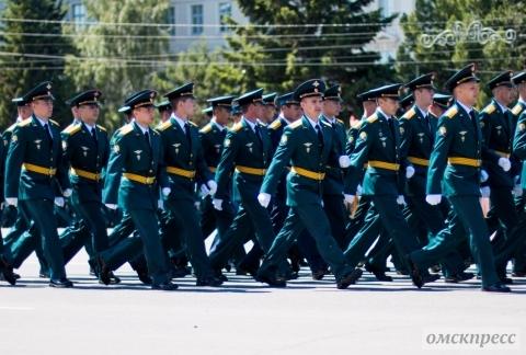Выпускники омского автобронетанкового института получили заветные две звезды (фото)