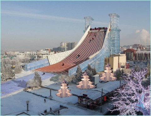 Из крыши омского музтеатра сделали огромную горку