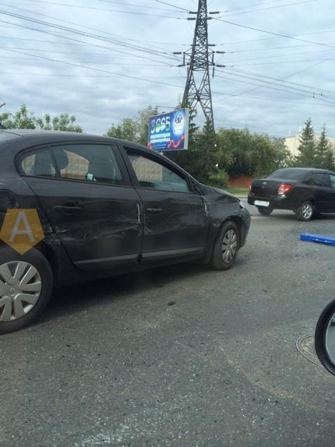 В центре Омска столкнулись 6 автомобилей