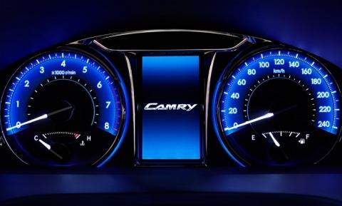 Toyota рассекретила обновлённый седан Camry