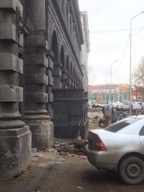 """Возмущение омичей не пошатнуло """"новодел"""" у исторического здания"""