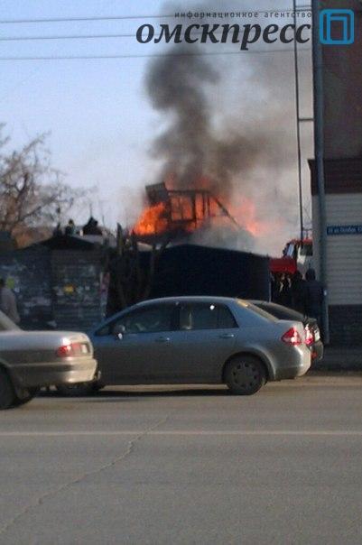 В Омске произошел большой пожар на улице 10 лет Октября